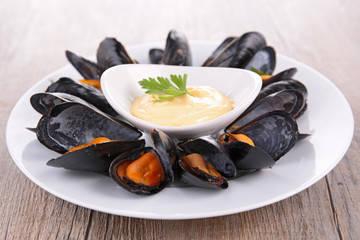 plate of boiled mussel