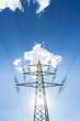 Strommast mit sonne und wolken