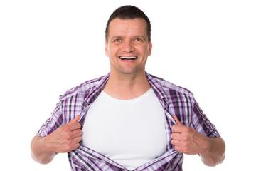 mann präsentiert werbefläche auf der brust