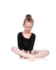 ballerina tying pointe