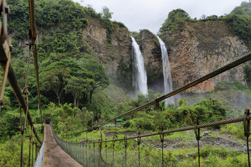 Manto de la novia (bridal veil) waterfall