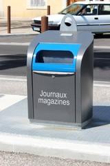 Conteneur enterré : ' journaux - magazines '