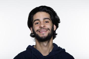 Joven marroquí sonriendo