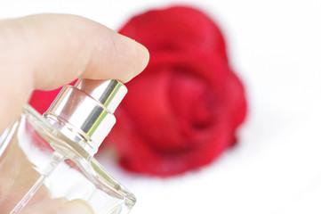 Vaporiser  un parfum