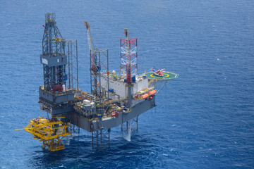 Top view of helicopter pick up passenger on the oil rig