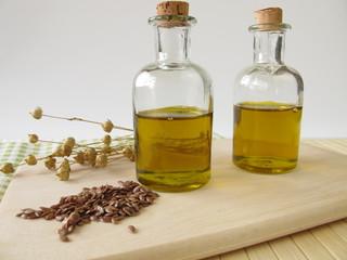 Leinöl in kleinen Flaschen