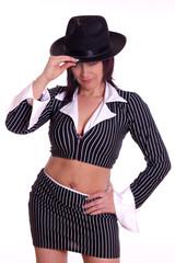 Frau mit sexy bauchfreiem Kostüm