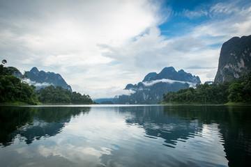 綺麗な景色(アジア タイ スラタニ ラッチャプラパ・ダム)