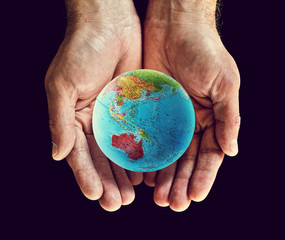 australia globe hands