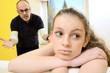 Vater im Streit mit Teenager-Tochter