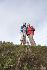Italien,Südtirol,Älteres Paar Wandern in den Dolomiten