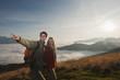 Österreich, Reiteralm , Wanderer in den Bergen, Mann zeigen , Lächeln, Portrait