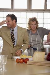 Junges Paar in der Küche,Mann,Nase