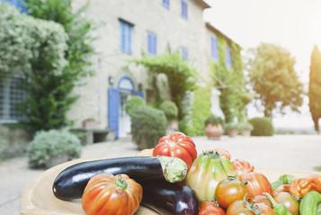 Italien,Toskana,Magliano,Nahaufnahme von Tomaten,Zucchini,Auberginen und Paprika