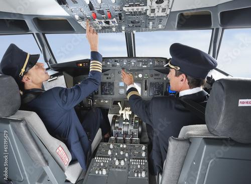 canvas print picture Deutschland,Bayern,München,Pilot und Co-Pilot Pilotierung Flugzeug von Flugzeug-Cockpit
