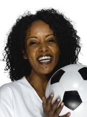 Junge Frau aus Togo mit Fußball