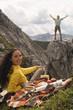 Österreich,Salzburger Land,Paar mit einem Picknick