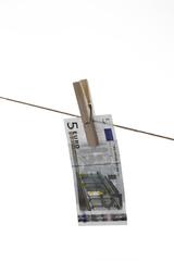 5 Schein hängen Wäscheleine