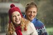 Deutschland,Bayern,München,Junges Paar in Regenbiergarten,lächelnd,Porträt