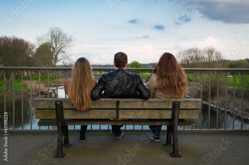 canvas print picture drei personen auf einer parkbank