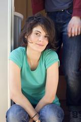 Deutschland,Leipzig,Ammelshainer See,Junge Frau im Campinganhänger,Portrait