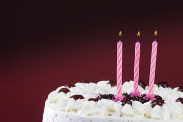 Schwarzwälder Torte mit Kerzen , close-up