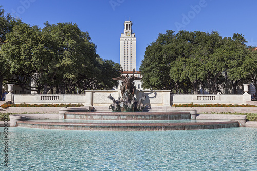 Staande foto Texas University of Texas Tower Building and Littlefield Fountain
