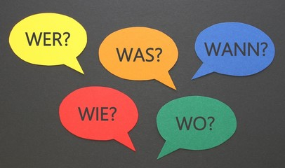 Wichtige Fragen auf Sprechblasen
