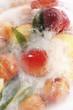 canvas print picture - Gefrorene Pfirsiche in einem Eisblock,erhöhte Ansicht