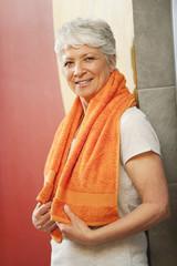 Ältere Frau in der Umkleidekabine,Lächeln,Portrait