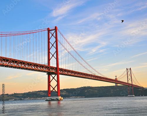 Papiers peints Pont Lisbon bridge on sunset