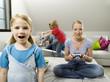 Familie zu Hause,Mutter spielen Computerspiel