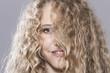 canvas print picture - Mädchen mit dem unordentlichen Haar,lächelnd