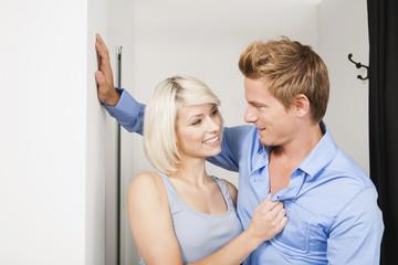Junges Paar in der Umkleidekabine,Portrait