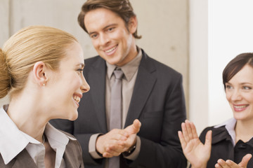 Business-Leute in einer Besprechung,applaudieren