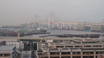 曇り空の横浜
