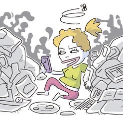 ゴミの中で携帯をいじる女性