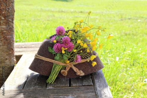 Hut mit Blumen © monropic