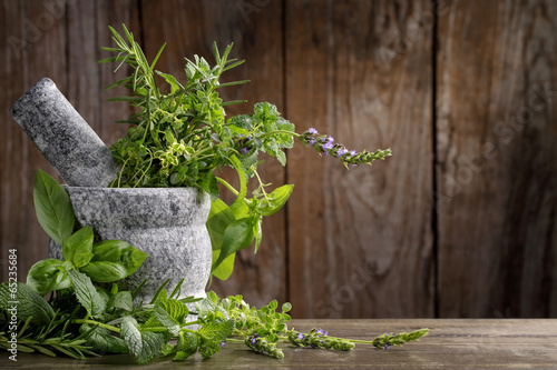 Deurstickers Kruiden herbs in mortar