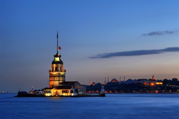 Maiden's Tower-Leandre Tower in evening