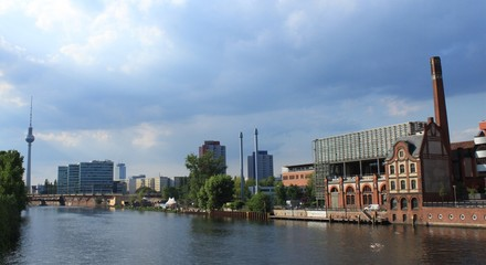 Blick von der Schillingbrücke nach Berlin-Mitte