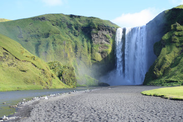 cascata basaltica in islanda