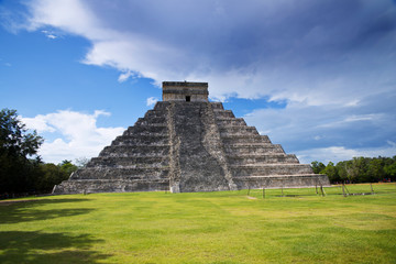Panoramic view of the pyramid of Chichen itza
