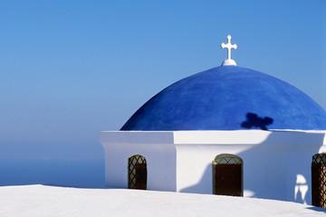 Dôme bleu d'une églises de Santorin en Grèce