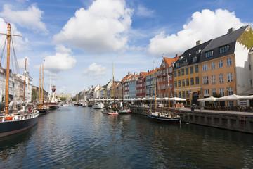 コペンハーゲン ニューハウン (鮮やかな家が立ち並ぶ)観光名所