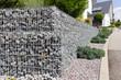 Leinwandbild Motiv Neu gesetzte Gabionen im Garten