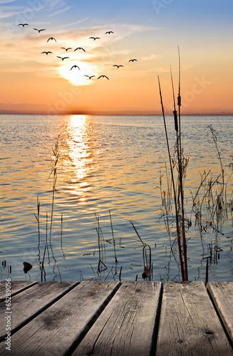 Leinwandbild Motiv paseo de madero por la orilla del lago