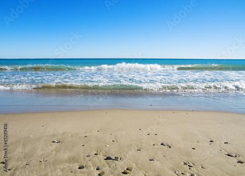 Fotobehang Zonsondergang op het Strand la playa azul de dia