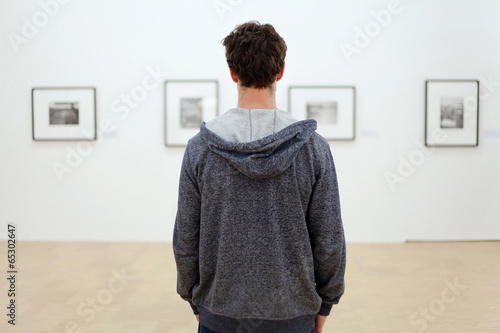 Leinwanddruck Bild visit museum