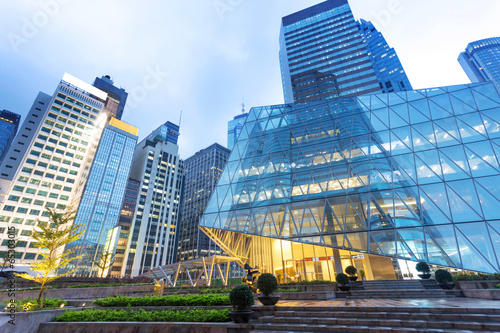 Plexiglas Hong-Kong buildings in modern city at night